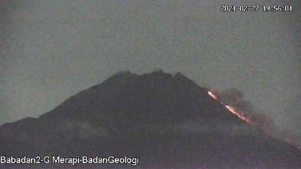 Gunung Merapi Erupsi Luncurkan Awan Panas Sejauh 1 Km Malam Ini