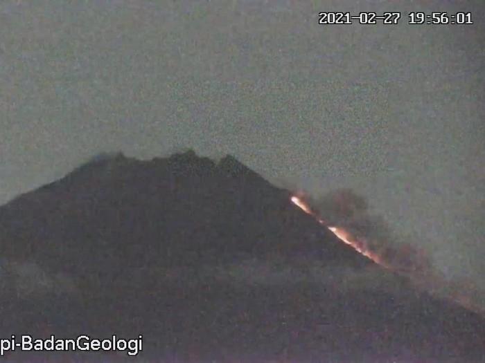 Gunung Merapi erupsi malam ini, Sabtu (27/2/2021).