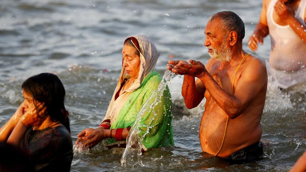 Ritual Mandi Bareng di India Sebabkan Lebih 1.000 Orang Kena Corona