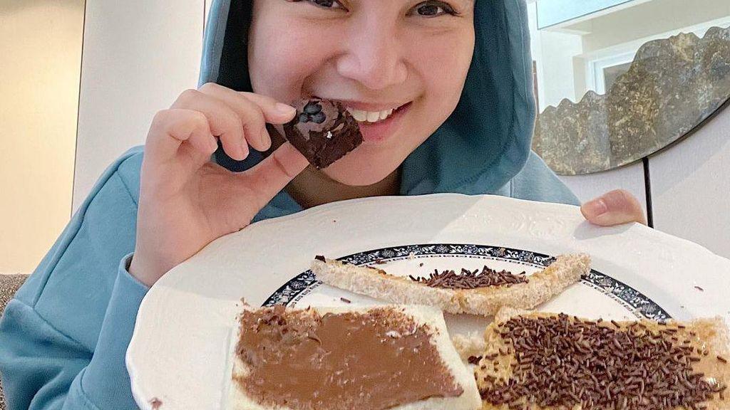Jadi Istri Bupati Kendal, Intip Cantiknya Chacha Frederica Saat Belanja dan Makan Kue