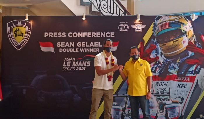 Pembalap muda Indonesia, Sean Gelael  bersama Ketua MPR Bambang Soesatyo