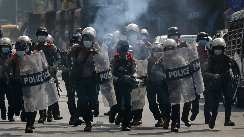 Polisi Bubarkan Demonstran di Myanmar dengan Tembakan, Seorang Tewas