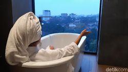 Berendam Menikmati Blue Hour Bandung, Pullman Bandung Grand Central Tempatnya
