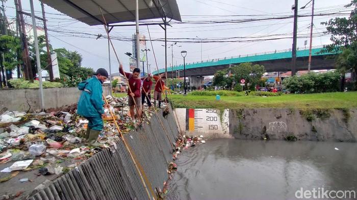 satgas kebersihan banjir