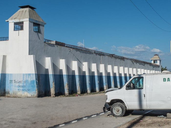 View of the facade of the Croix-des-Bouquets prison from where many prisoners escaped and where several people were killed, in Croix-des-Bouquets, suburb of the Haitian capital, on February 25, 2021. - Multiple people were killed February 25 in Haiti, including the director of a prison in the suburbs of capital Port-au-Prince, after several inmates escaped, police said.