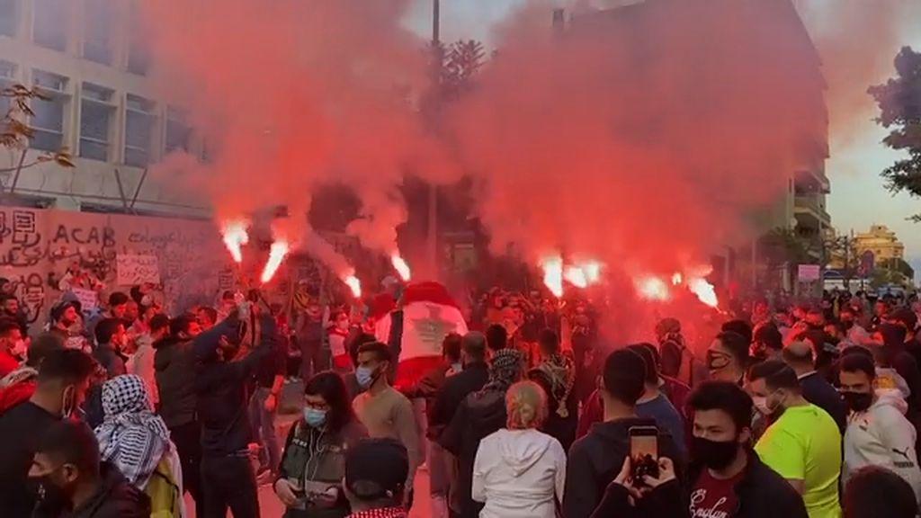 Tak Bisa Tarik Tunai dari Bank, Warga Lebanon Demo Besar-besaran