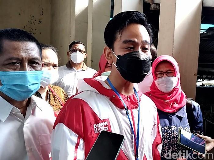 Walkot Solo Gibran Rakabuming Raka di Pasar Gede, Sabtu (27/2/2021).