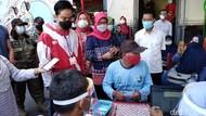 Gibran Blusukan Lagi, Targetkan Vaksinasi Pasar Gede Rampung 2 Hari