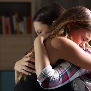 Ini 5 Cara Menolong Teman yang Terjebak Toxic Relationship