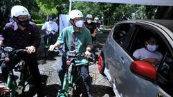 Proses vaksinasi COVID-19 terus dilakukan di berbagai wilayah Indonesia. Di Bali vaksinasi COVID-19 juga dilakukan dengan sistem drive thru.