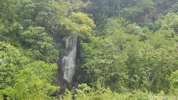 Air terjun Cinta terletak Desa Maliaya, Kecamatan Malunda, Kabupaten Majene, Sulbar. (Abdy Febriady/detikcom)