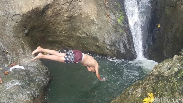 Kamu bisa melompat ke dalam air karena kolamnya tak begitu dalam. (Abdy Febriady/detikcom)