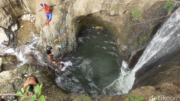 Belum banyak wisatawan yang tahu, namun air terjun ini jadi kebanggaan warga. (Abdy Febriady/detikcom)