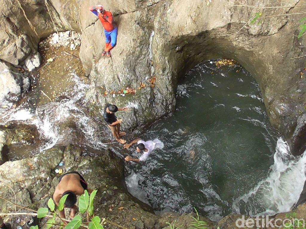 Bikin Baper, Foto Air Terjun Cinta yang Kolamnya Berbentuk Hati