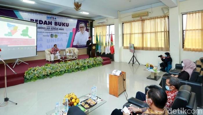 Akademisi Sekolah Bisnis dan Manajemen ITB Apresiasi Buku Karya Azwar Anas