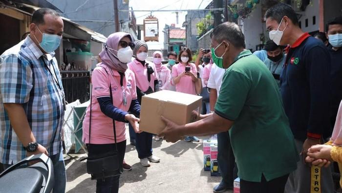 Bantuan untuk korban terdampak banjir Jakarta mengalir dari berbagai pihak. Komunitas yang ada di BRI pun secara serempak beri bantuan untuk para korban banjir.