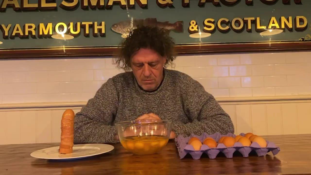 Dalam Video 2 Menit Chef Ini Hanya Memecahkan Telur Saja, Ada Apa?