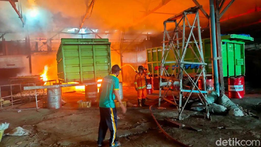 Gudang Pengolahan Ikan Milik Mantan Bupati Rembang Terbakar