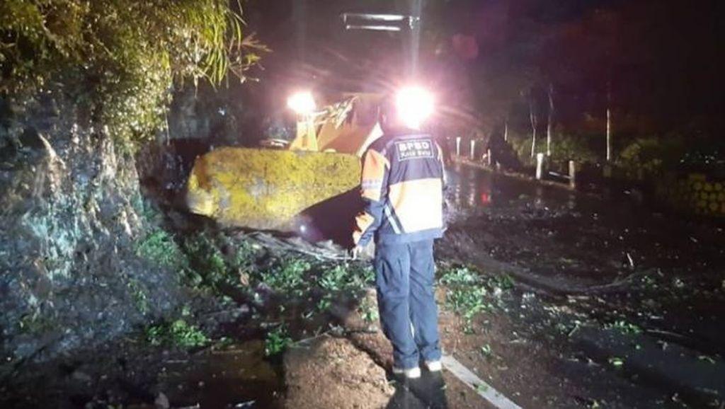Jalur Payung Tertutup Longsor, Akses Batu-Pujon Lumpuh