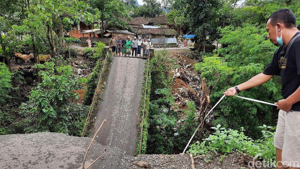 Kadis PUPR Situbondo Sebut Jembatan Putus karena Bentuk Perubahan Sungai