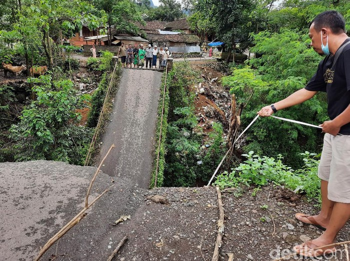 Kadis PUPR Situbondo Sebut Jembatan Putus Karena Morfologi Sungai