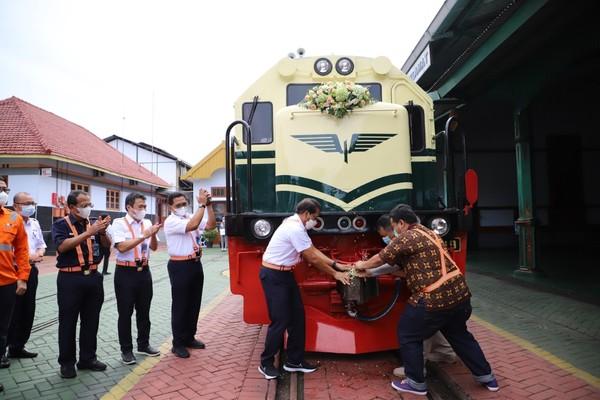 Livery vintage pertama kali digunakan pada lokomotif diesel pertama di Indonesia yaitu CC 200.(dok KAI)