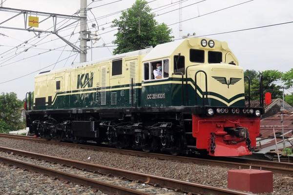 Lokomotif CC 201 memiliki berat 84 ton dan daya mesin 1950 hp. Lokomotif yang mampu melaju dengan kecepatan 120 km per jam. (dok KAI)