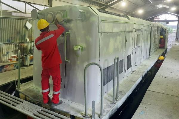 PT Kereta Api Indonesia (Persero) menghadirkan kembali livery lokomotif tahun 1953 - 1991 pada 1 unit lokomotif CC 201. (dok KAI)