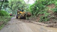 Penampakan Longsor di 6 Titik Jalur Selatan Lumajang-Malang