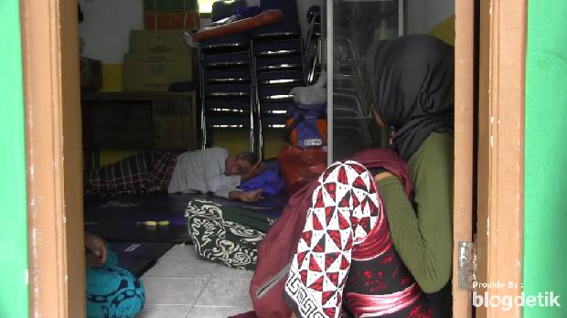 Lumajang Bencana longsor kembali terjadi di Kabupaten Lumajang. Sebanyak 13 rumah warga di Dusun Barat, Desa Sawaran Kulon Kecamatan Klakah, rata dengan tanah, setelah diterjang longsor dari perbukitan Kokon.