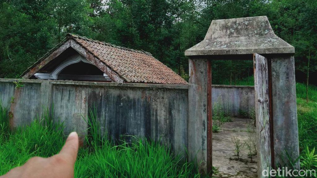 Ada Makam Kuno Sendirian di KRB Gunung Merapi, Siapa Dikubur di Situ?