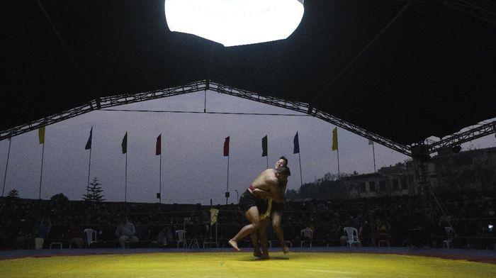 Gulat merupakan cabang olahraga yang cukup diminati masyarakat di berbagai negara dunia. Salah satunya di perbatasan India-Myanmar. Seperti apa potretnya?
