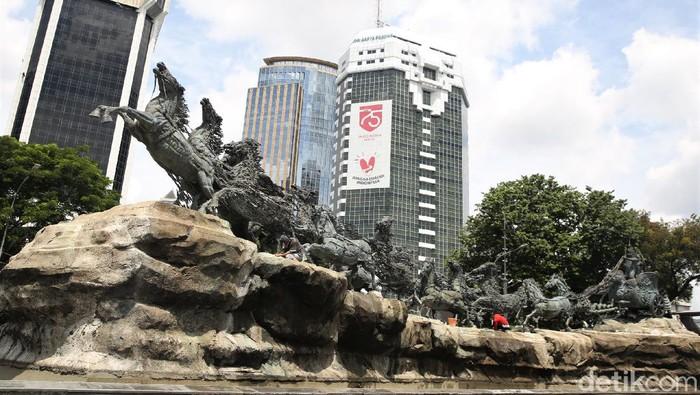 Perawatan dan pembersihan Patung Arjuna Wijaya rutin dilakukan. Hal tersebut dilakukan untuk menjaga keindahan salah satu patung ikonik di Ibu Kota itu.