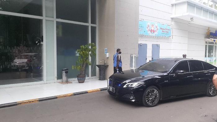 Menko Polhukam Mahfud Md melayat ke rumah duka Artidjo Alkostar (Foto: Afzal/detkcom)