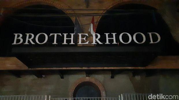 Polisi razia protokol kesehatan tempat hiburan malam Kafe Brotherhood, Jaksel
