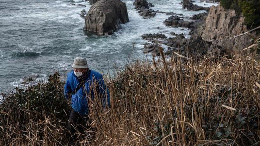 Potret Kakek di Jepang Puluhan Tahun Patroli Cegah Aksi Bunuh Diri