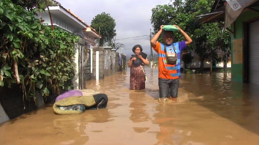 Sungai Meluap, Ratusan Rumah Warga Tiga Desa di Kota Lumajang Diterjang Banjir