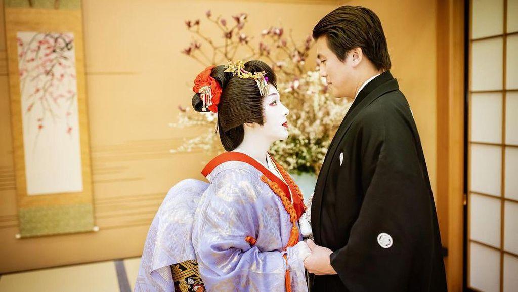 Syahrini dan Reino Barack Rayakan Ulang Tahun ke-2 Pernikahan di Jepang