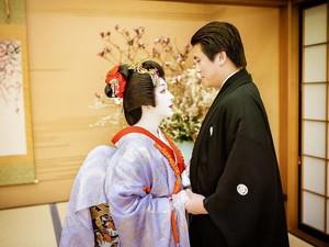 8 Foto Syahrini Dandan Ala Geisha di Ulang Tahun Pernikahan, Bikin Pangling!