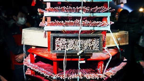 Dilansir dari Getty Images, Festival Kembang Api Yanshui Beehive kerap merupakan tradisi tahunan yang diadakan pada hari ke-15 setelah dimulainya Tahun Baru Imlek di Kota Tainan selama lebih dari 130 tahun.