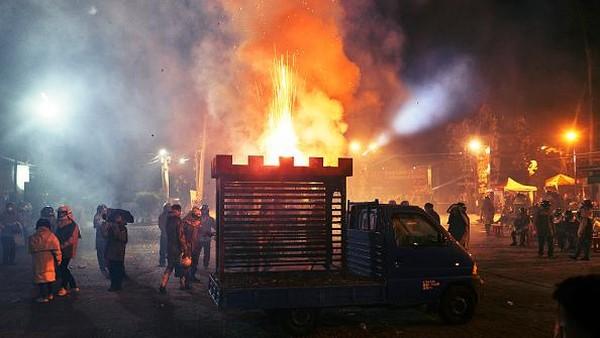 Festival Kembang Api Yanshui Beehive ini disebut sebagai salah satu pesta kembang api paling berbahaya di dunia.