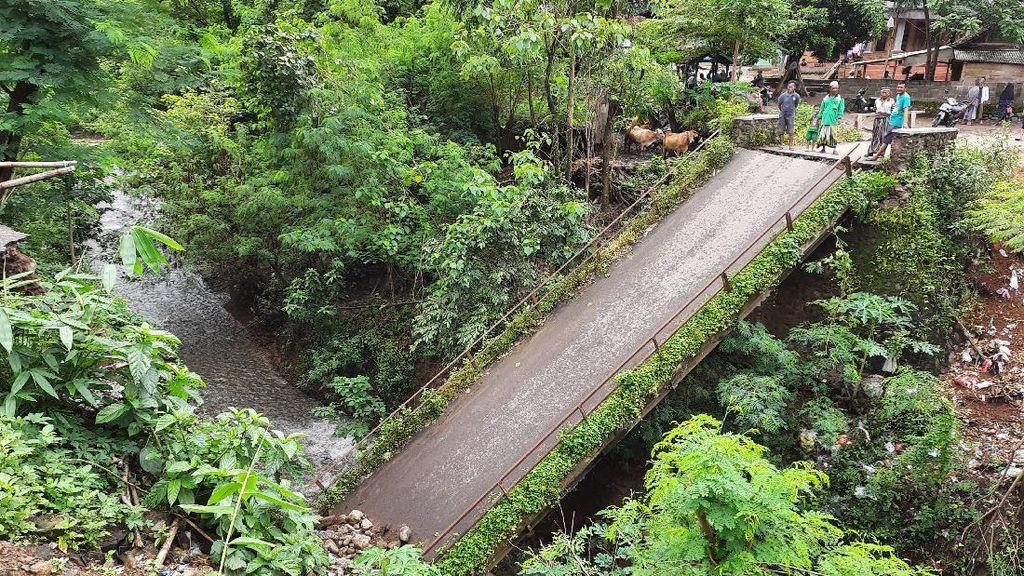 Tak Ada Hujan, Jembatan di Situbondo Ini Tiba-tiba Putus