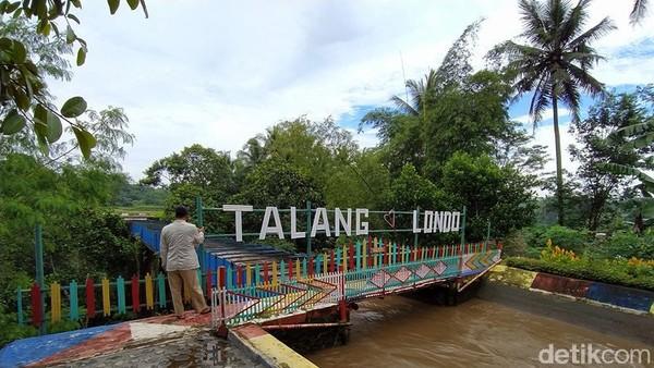 Talang Londo ini dilewati aliran Kali Manggis yang berhulu dari wilayah Kabupaten Temanggung, kemudian airnya mengalir sampai wilayah Kota Magelang. Saluran irigasi ini dibangun sekitar tahun 1880-an. (Eko Susanto/detikTravel)