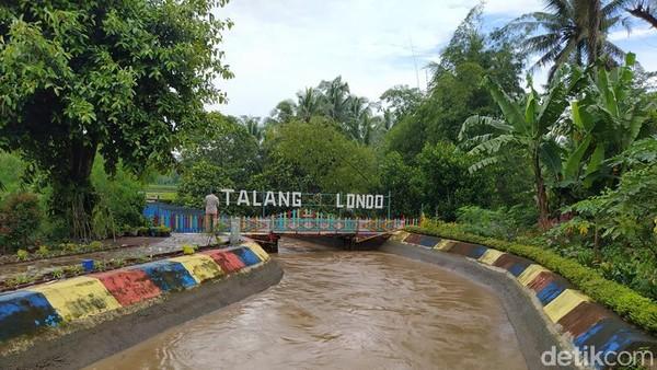 Di Kabupaten Magelang, Jawa Tengah, terdapat bangunan peninggalan Belanda yang masih berfungsi dengan baik sampai sekarang. Namanya Talang Londo, sebuah bangunan saluran irigasi yang terbuat dari besi. (Eko Susanto/detikTravel)