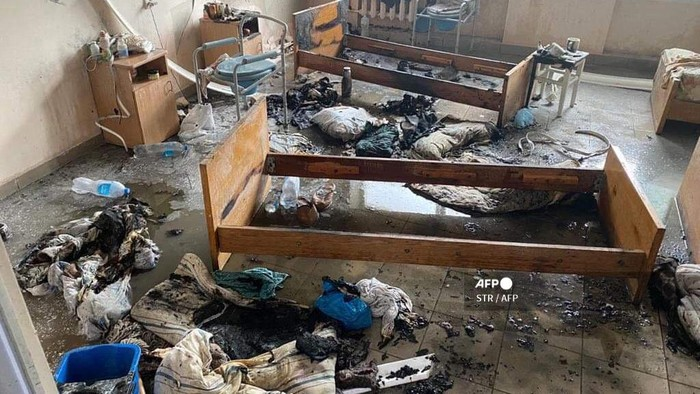 A view of a ward of hospital in western Ukrainian city of Chernivtsi after fire was caused by a blast on February 27, 2021. - One person was killed and another one injured in Ukraine after a fire tore through a hospital that was treating coronavirus patients, emergency services said on February 27, 2021. The fire was caused by a blast that took place in a ward on the first floor of a five-story hospital building in southwestern city of Chernivtsi emergency services said. It said in a statement that in