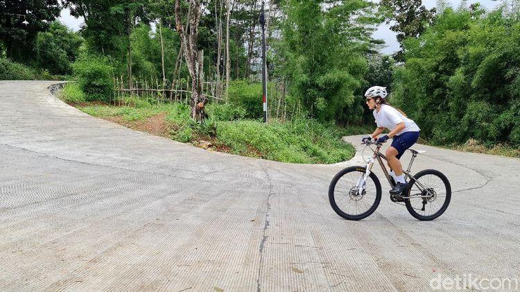 Bukit Hambalang, Rute Perih Para Pesepeda Tanjakan