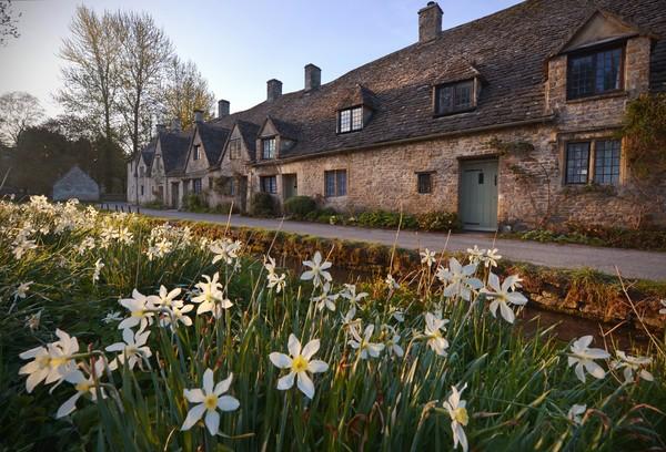 Desa Bibury terletak di wilayah Gloucestershire, Inggris. (Getty Images/iStockphoto)