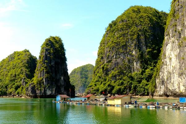 Desa ini terapung dan dihuni oleh para nelayan sehingga disebut sebagai desa nelayan.(Getty Images/iStockphoto)