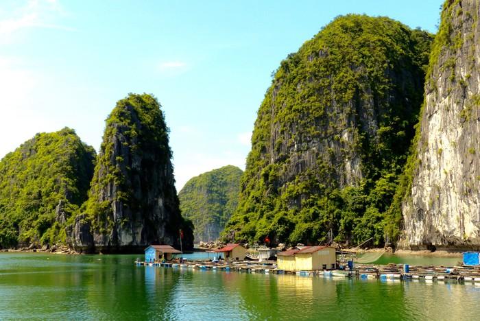 Desa Terapung Cua Van