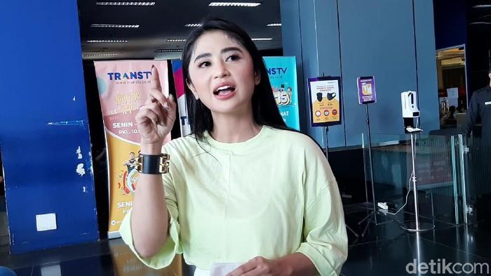 Dewi Perssik marah ada netizen tak senonoh kepadanya